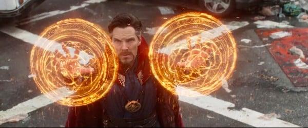 Kameň času je bezpečne zavesený na krku Doctora Strangea