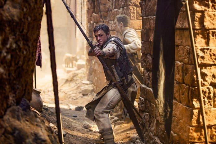 Prvá fotka Tarona Egertona ako nového Robina Hooda