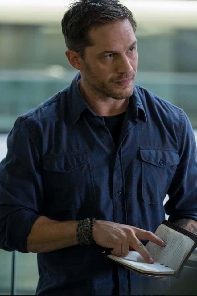 Prvá fotka z filmu Venom ukazuje Eddieho Brocka v civilnom oblečení