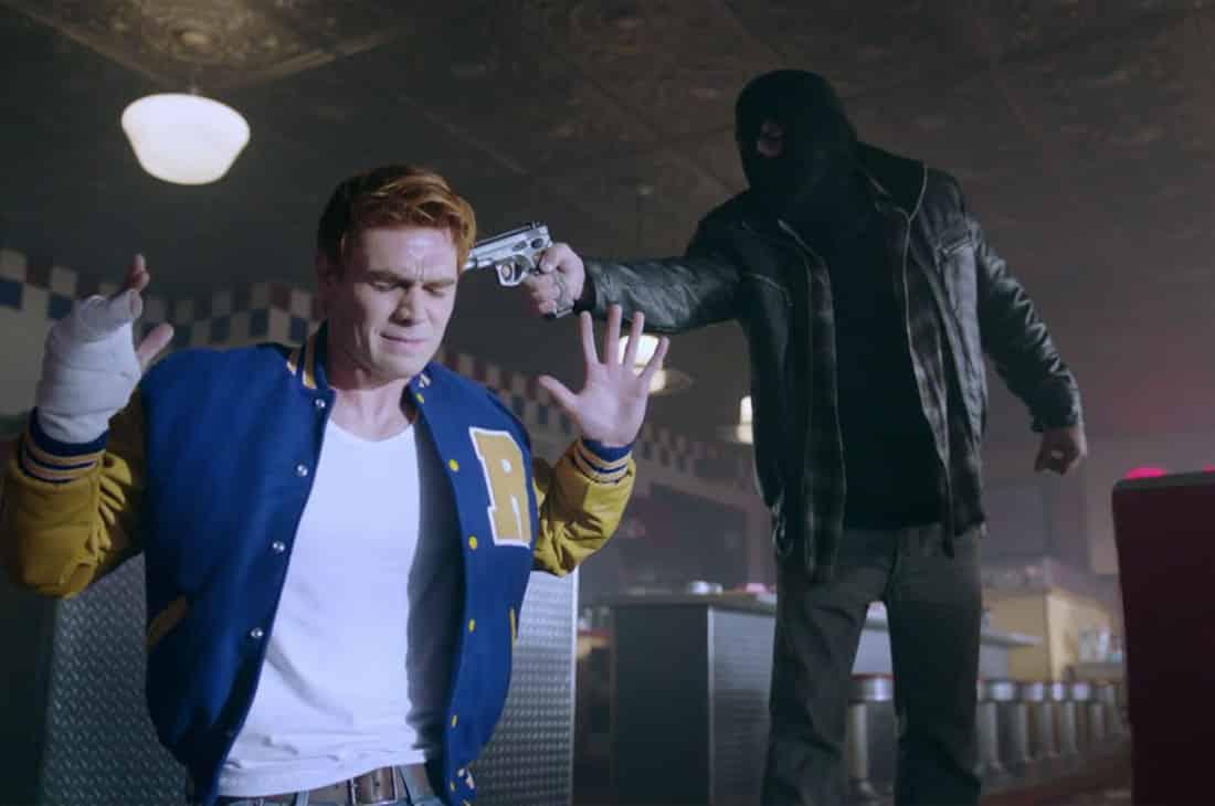 Tajomný vrah Black Hood a Archie