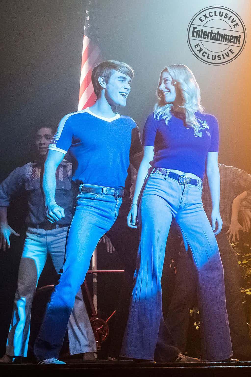 Riverdale-Archie-Andrews-Betty-Cooper-KJ-Apa-Lili-Reinhart-Edited