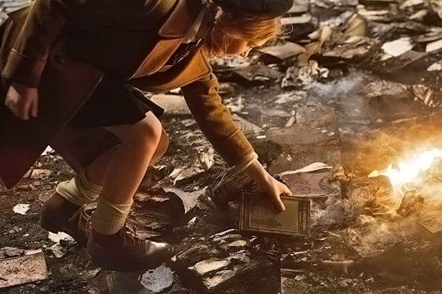 Zlodejka kníh - krádež