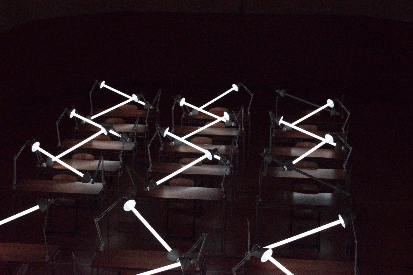 Biela noc - lampy