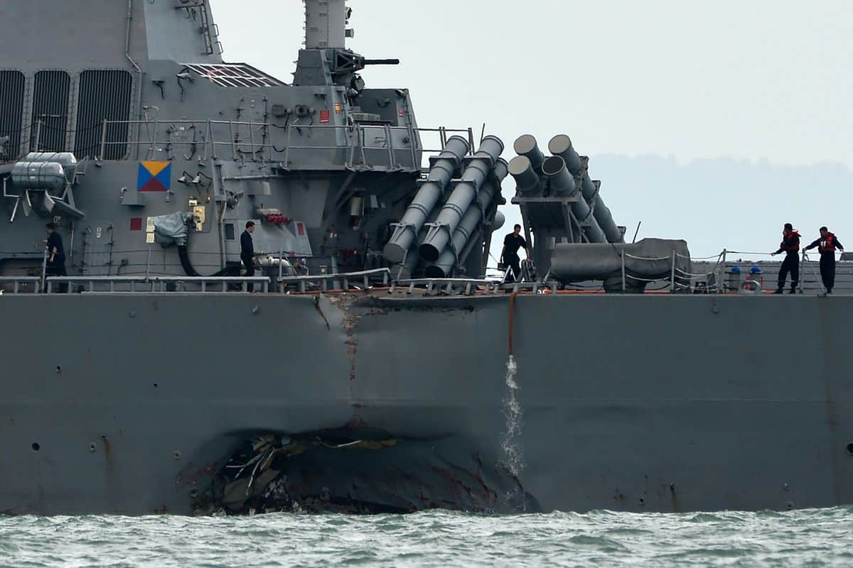 USS John S. McCain loď