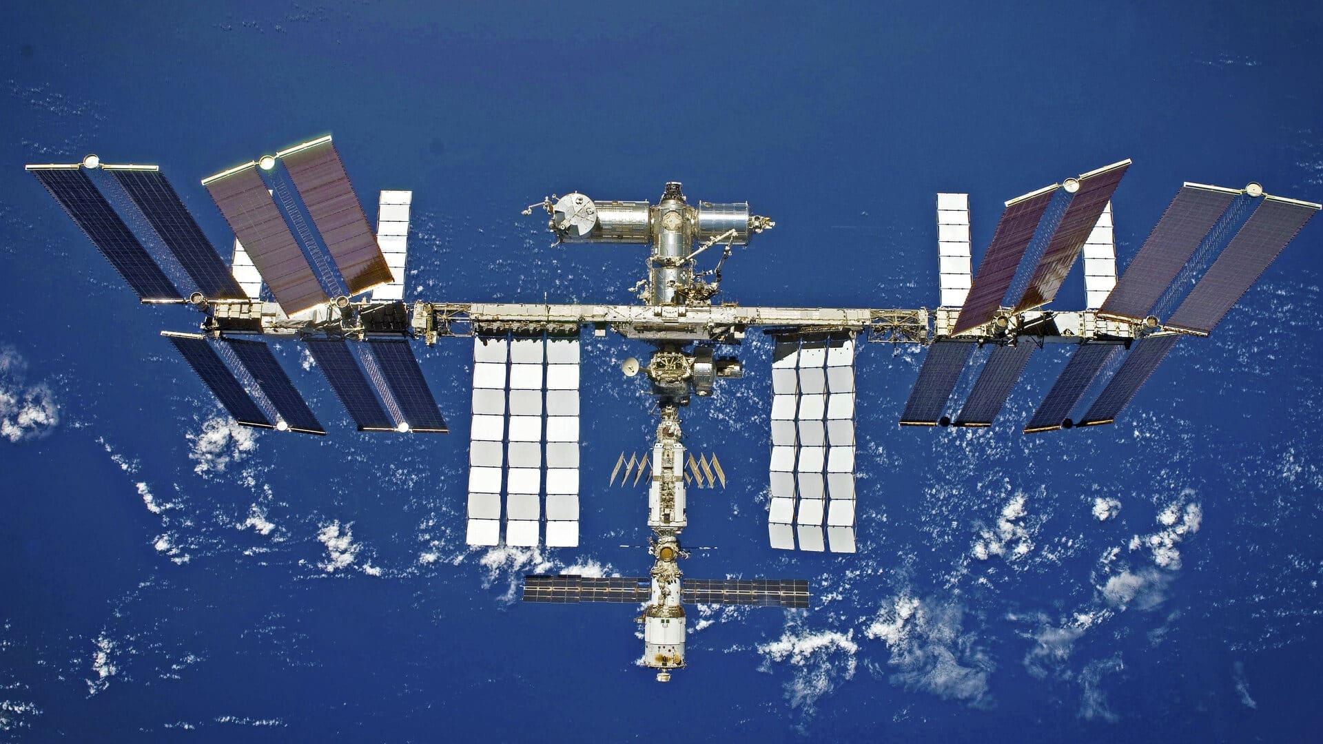 spacex planuje poslat turistov na iss