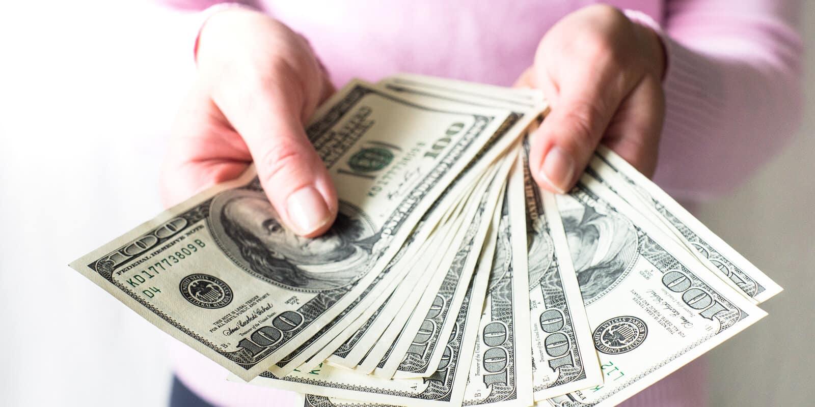 najbohatší ľudia sveta peniaze bankovky dolar