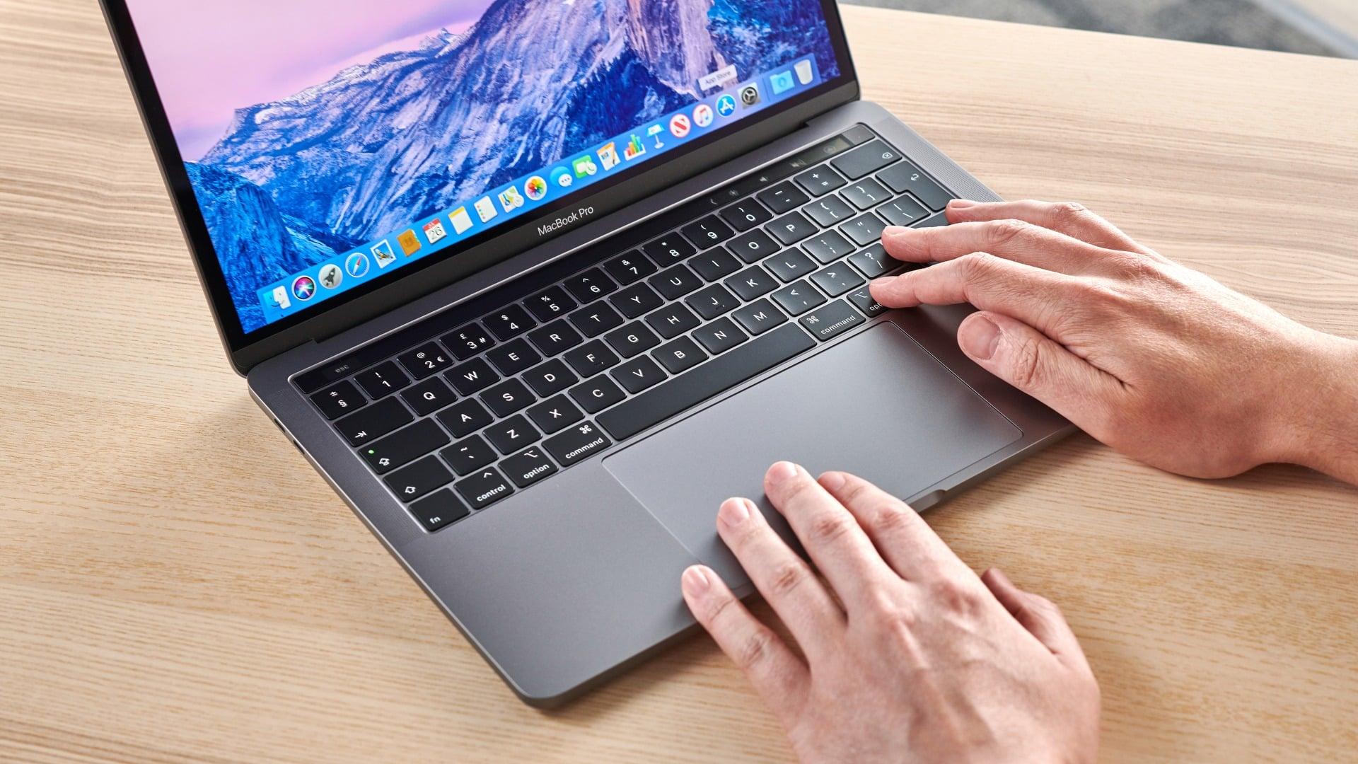 novy macbook pro 13