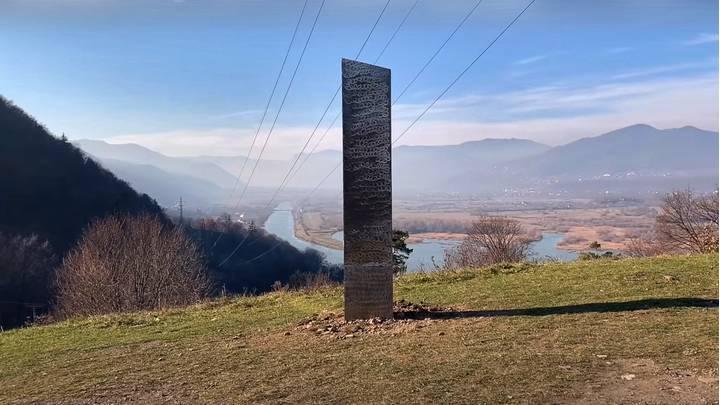 záhadný monolit