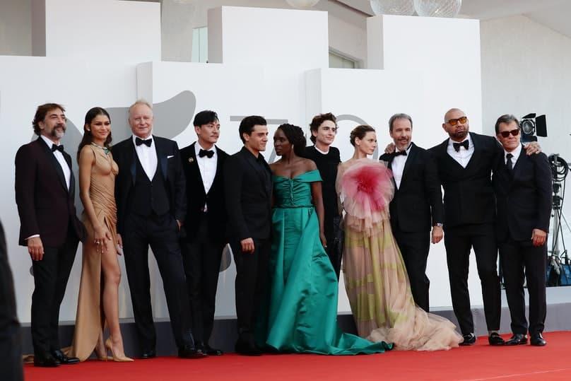 Herecký ansámbel filmu Duna na premiére počas Medzinárodného filmového festivalu v Benátkach
