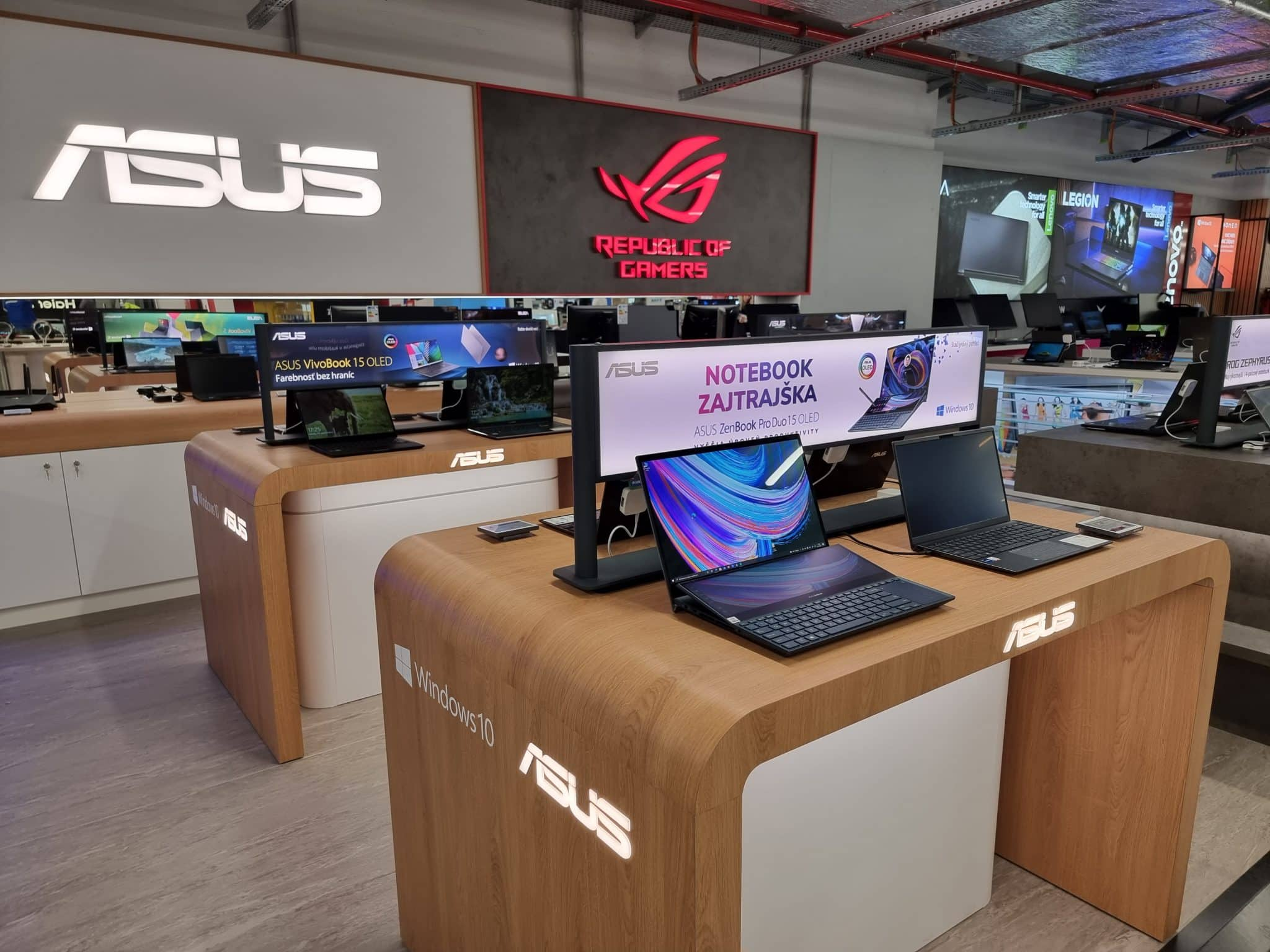 ASUS_ROG_booth_Alza_2021_02
