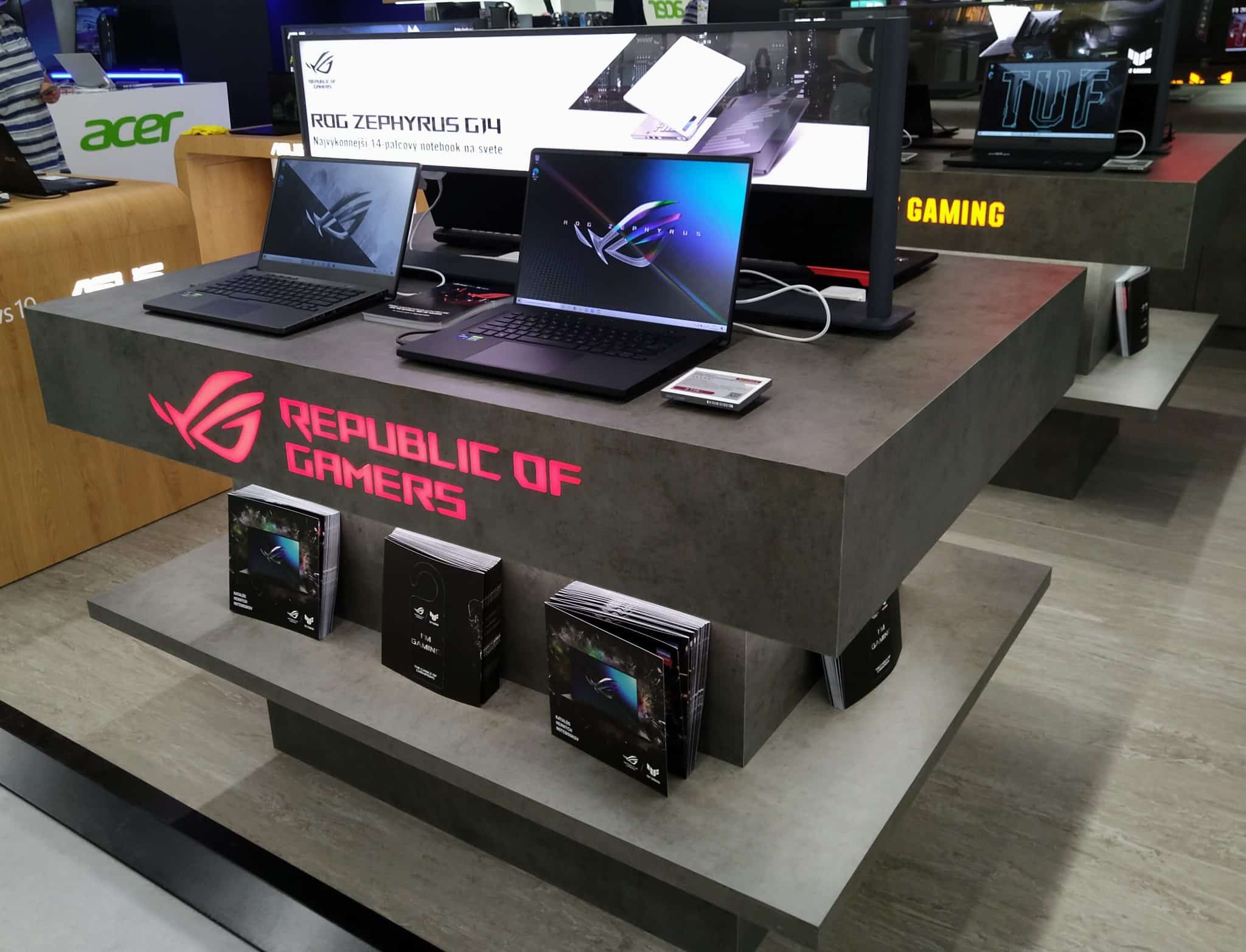 ASUS_ROG_booth_Alza_2021_04